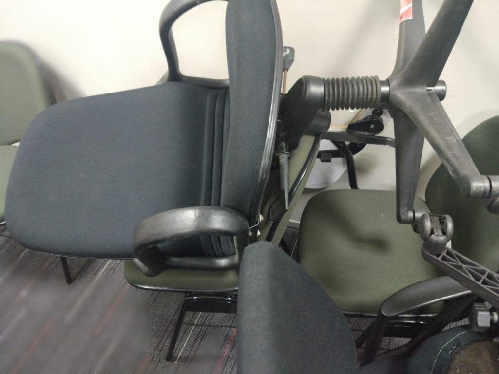 kulakan kursi bekas
